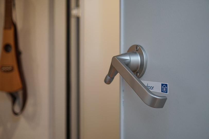 防音室と居住空間の間には防音専用の扉を2枚使っており、その効果は抜群