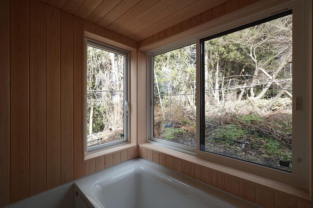 ハーフユニットを利用したヒノキ張りのお風呂